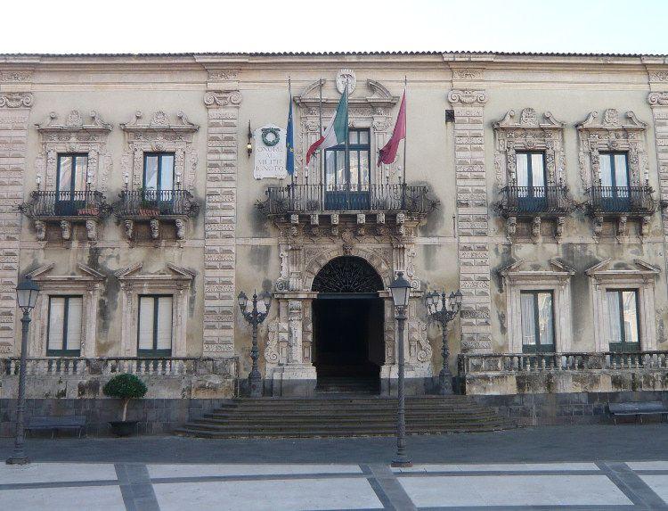 Furbetti del cartellino al Comune di Acireale: 62 denunce