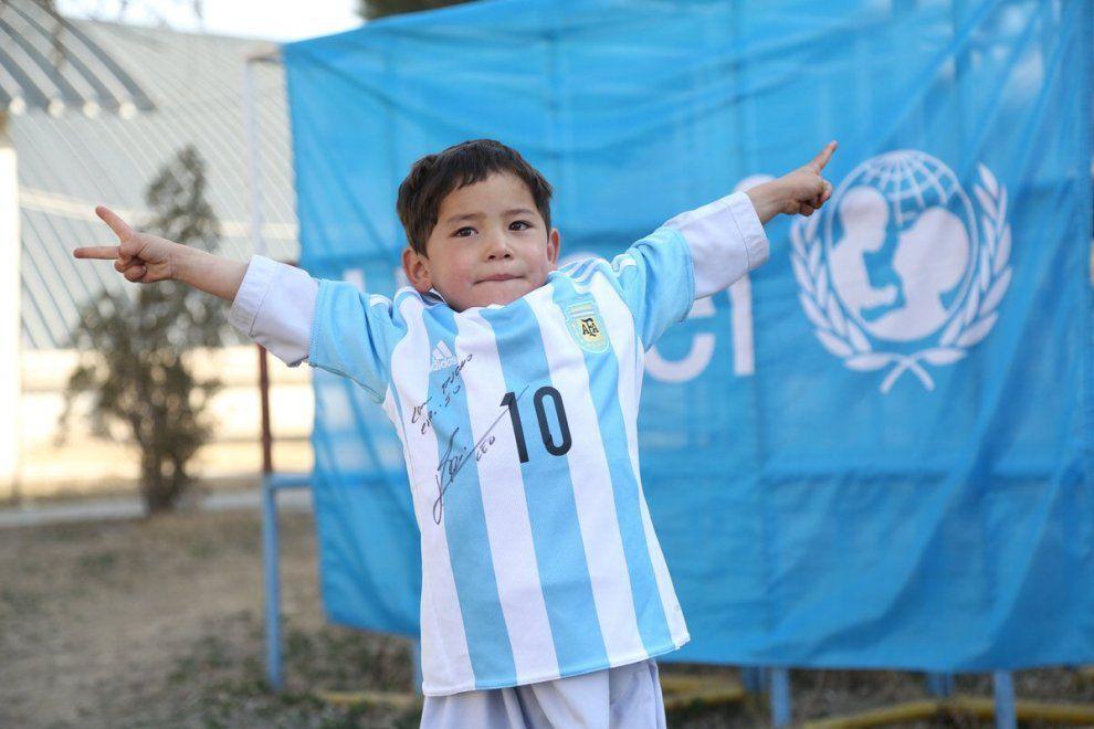 Murtaza realizza il sogno: Messi regala la maglia dell'Argentina