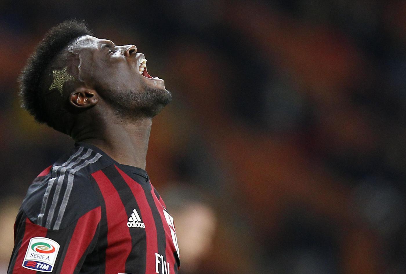 Incidente in auto per Niang: l'attaccante del Milan fuori due mesi
