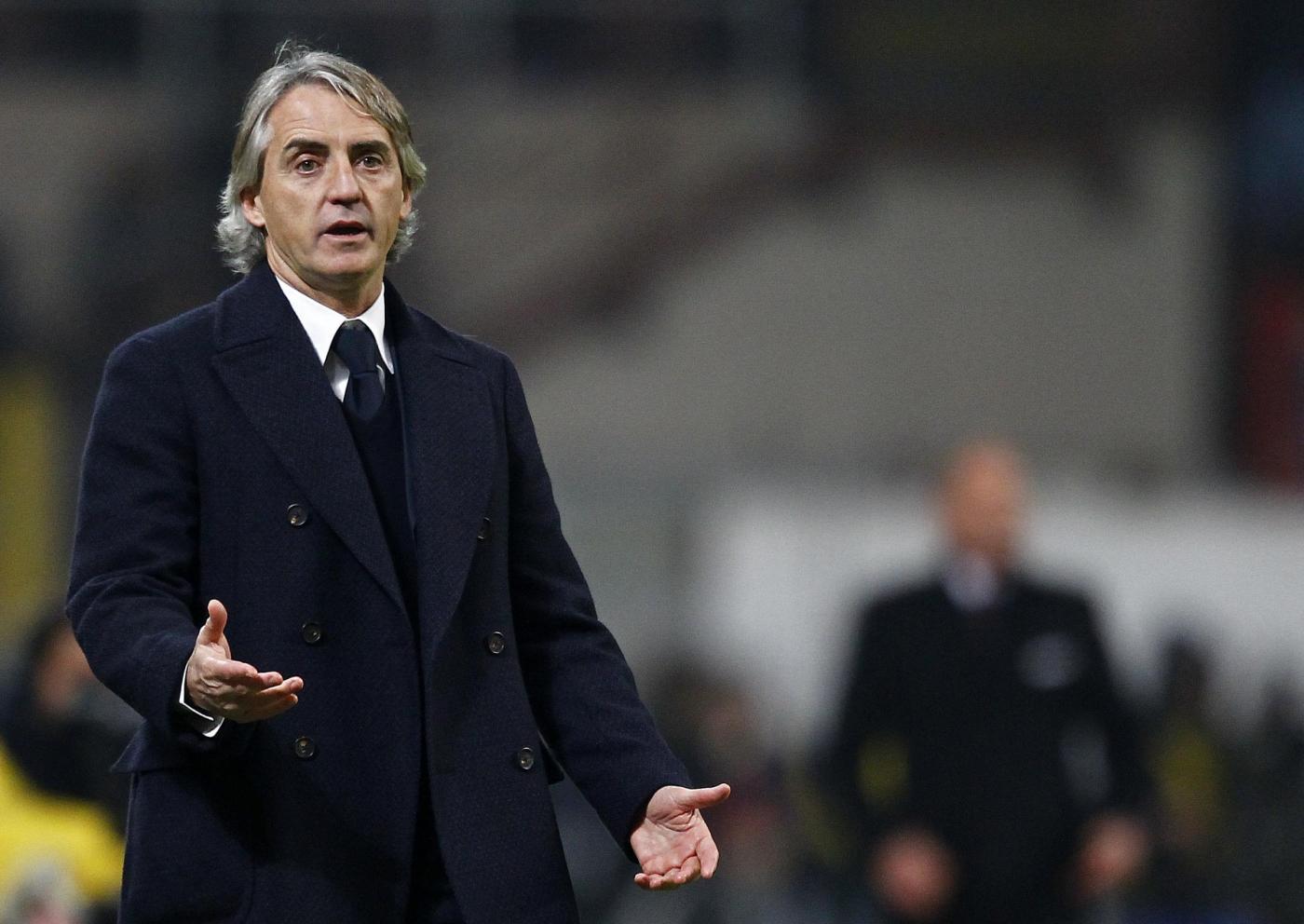 Mancini dito medio: il gesto di stizza ai tifosi del Milan
