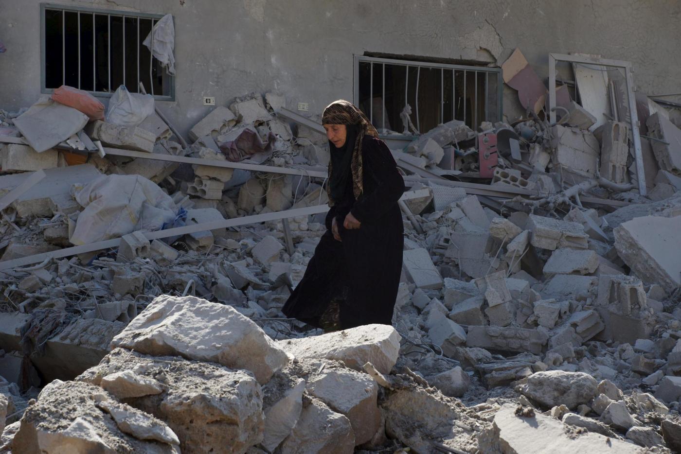 Siria, continuano i raid aerei su civili a Deraa