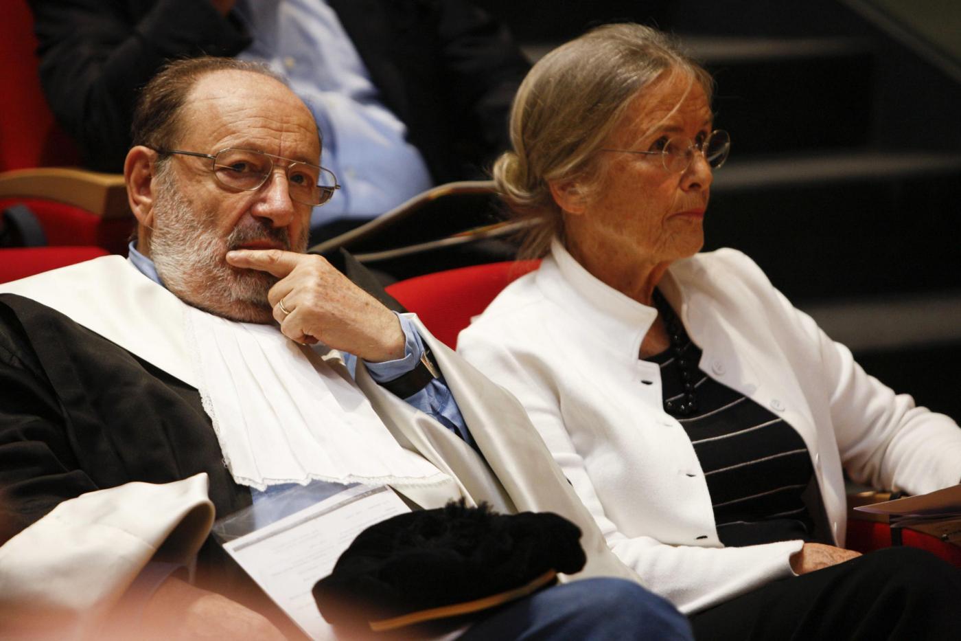 Umberto Eco e la moglie