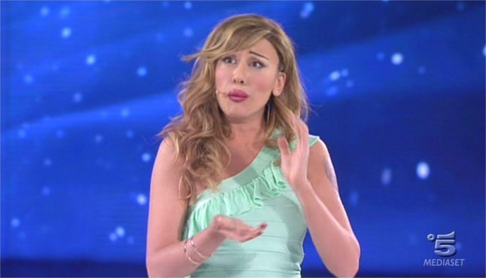 Virginia Raffaele replica a Belén Rodriguez: 'Le imitazioni? Se trovi il punto debole, si offendono'