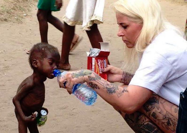 Bimbi stregoni in Africa, la storia di Hope e della sua salvatrice che ha fatto il giro del mondo