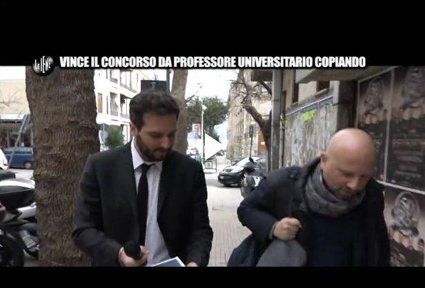 Le Iene a Messina dal professore che avrebbe vinto il concorso copiando