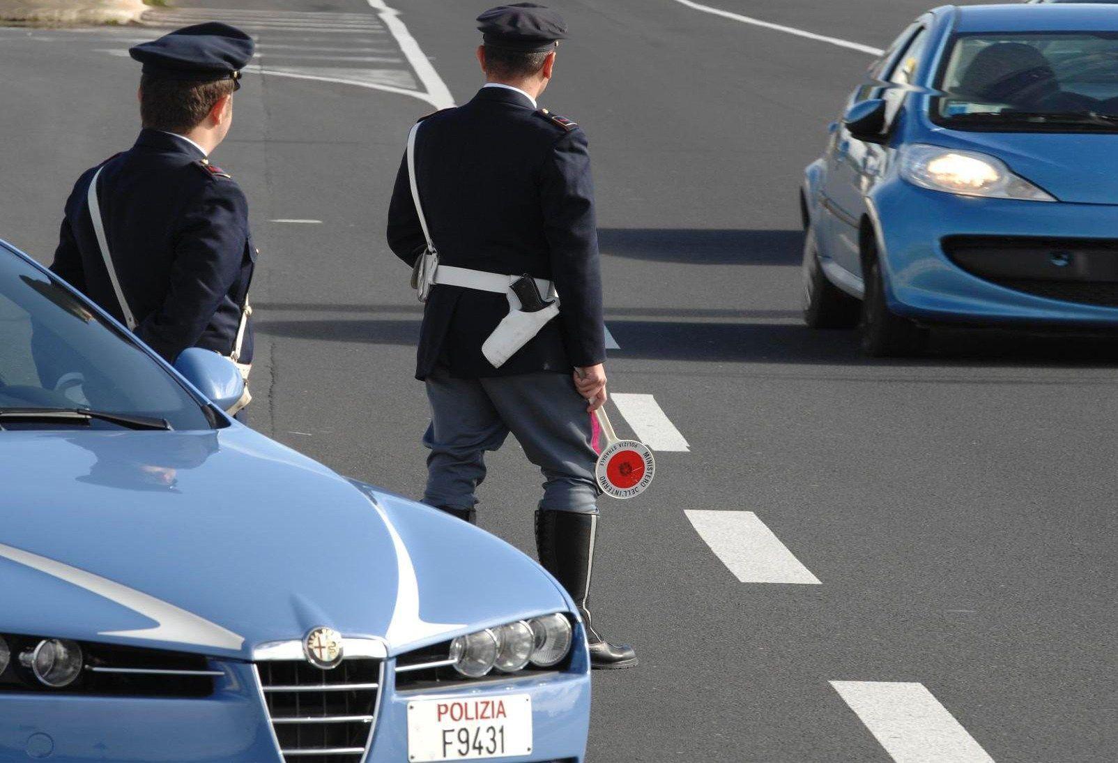 Polizia ferma Porsche a 220 km/h