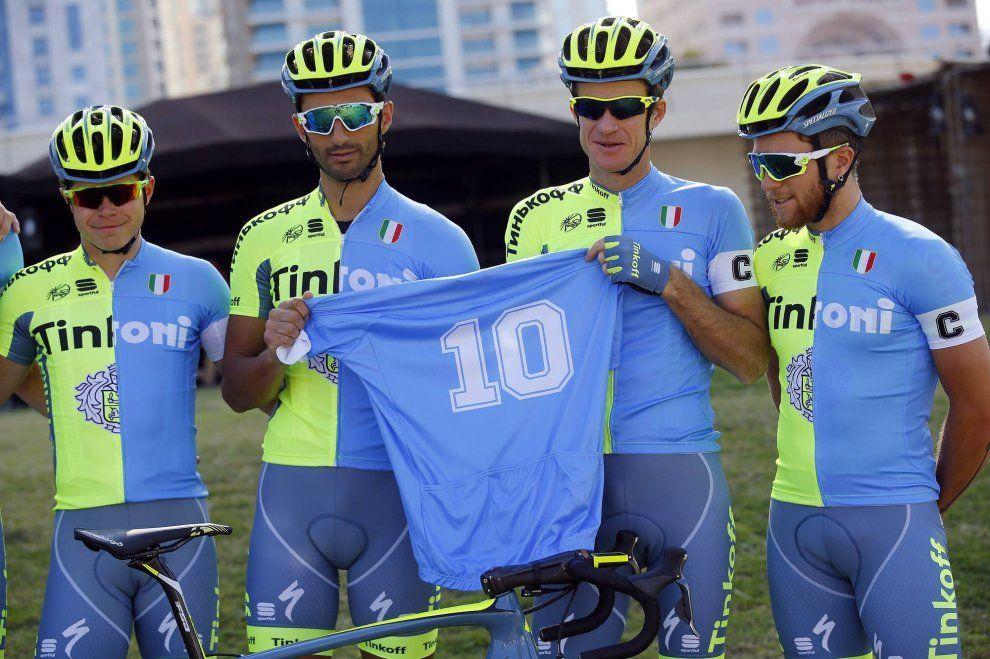 Ciclismo, la squadra Tinkoff omaggia il Napoli