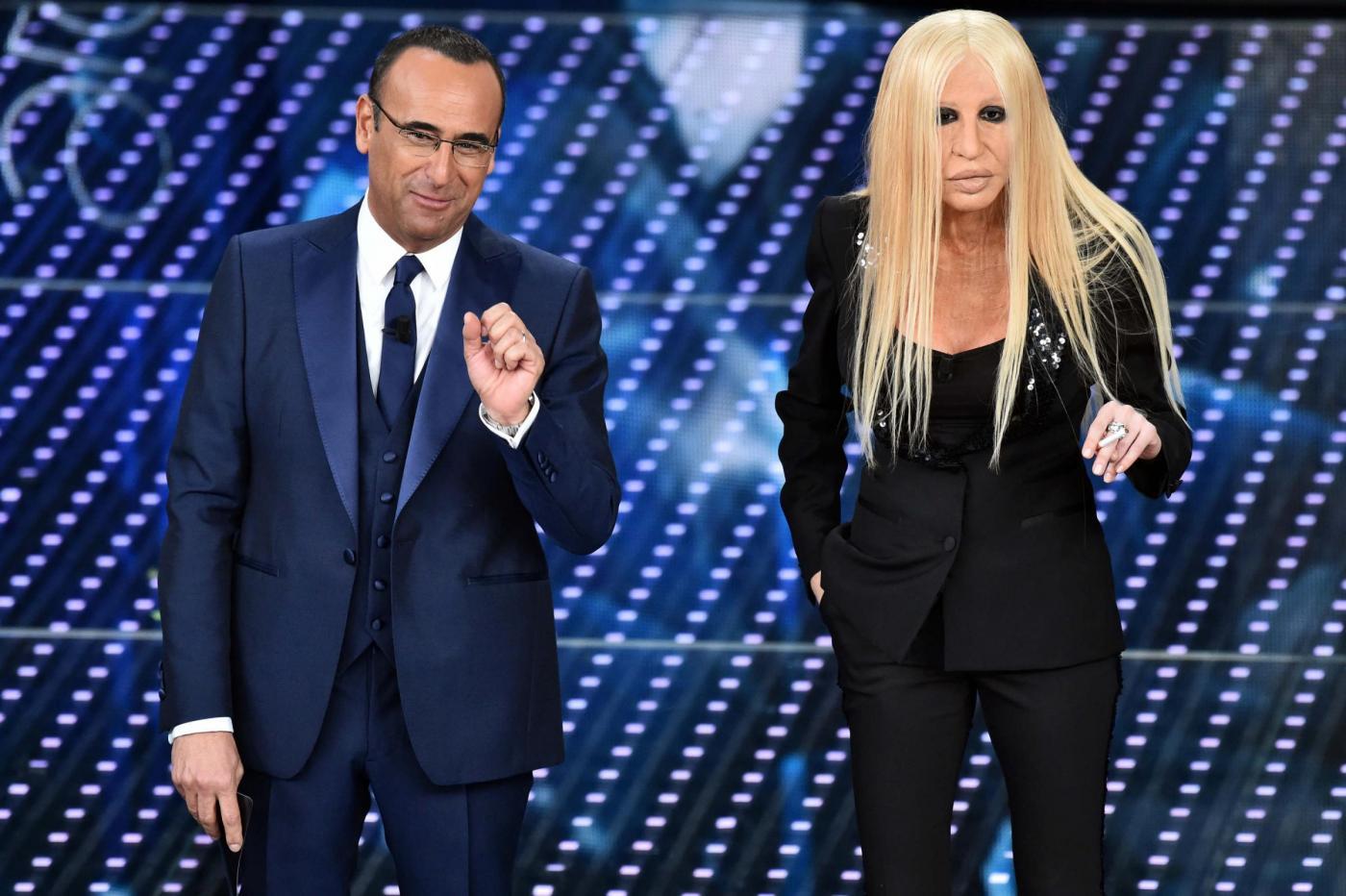 Virginia Raffaele è Donatella Versace nella serata del Festival dedicata alle cover