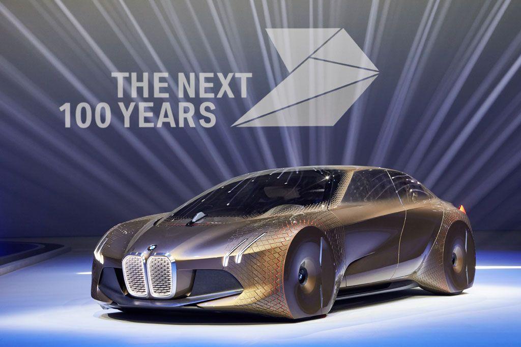 BMW 100 anni: il futuro punta sulla guida autonoma