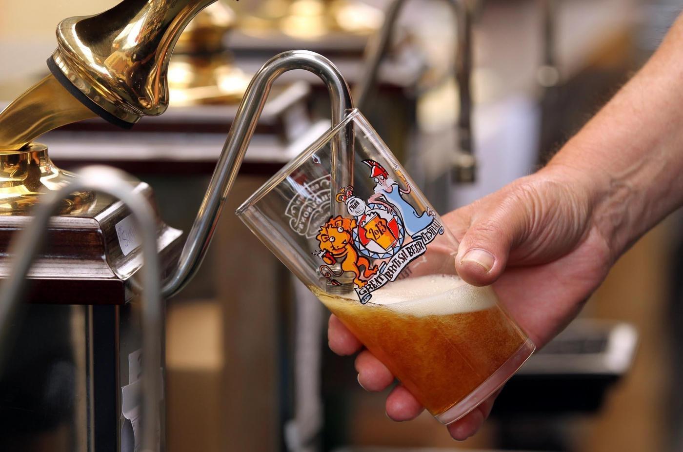 La birra del futuro è fatta con l'essenza delle donne