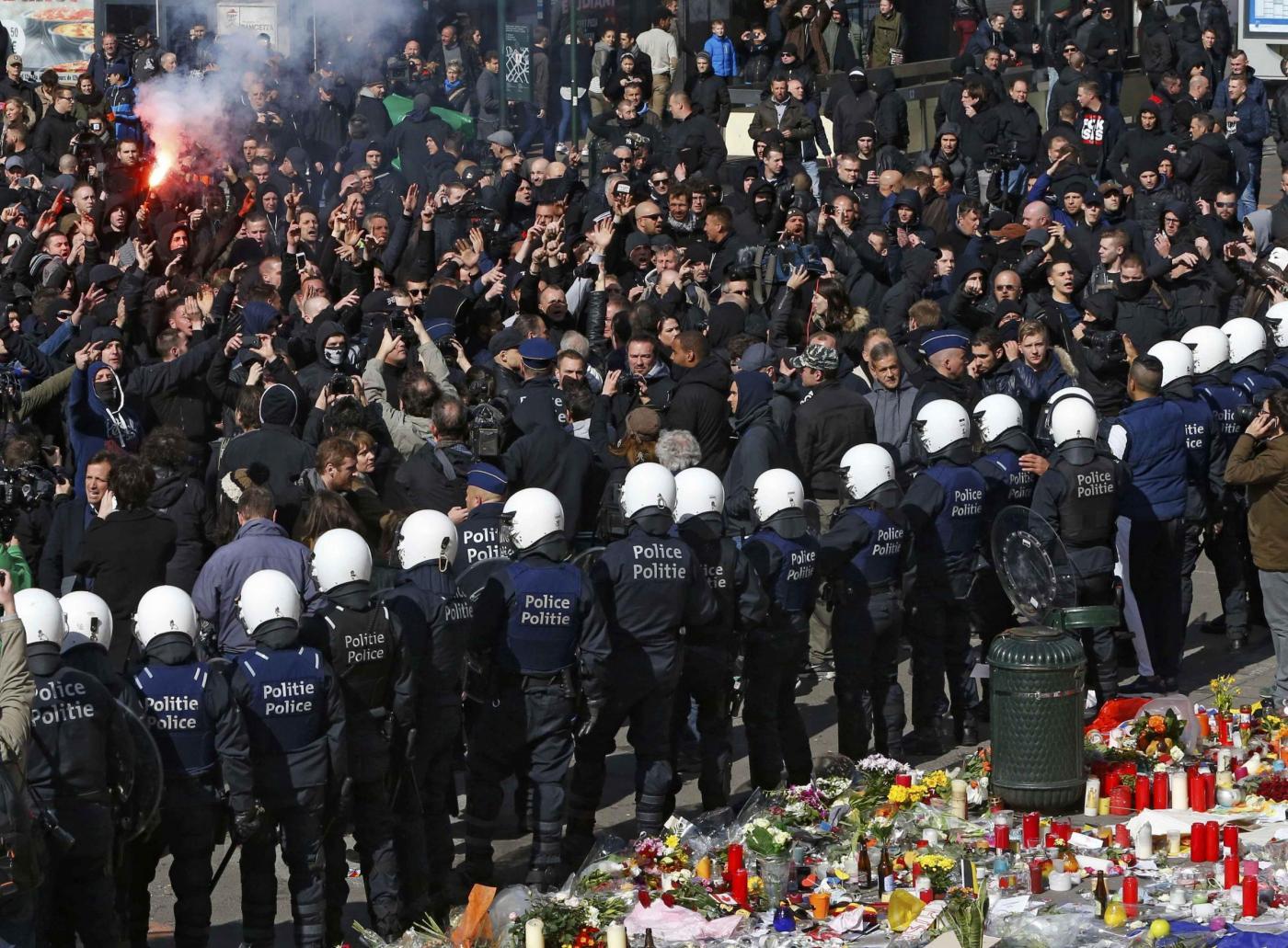 Bruxelles estremisti di destra in piazza della Borsa nonostante stop a manifestazione