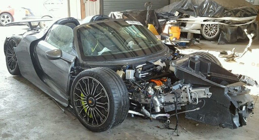 Porsche 918 Spyder: distrutta ma venduta a cifre da capogiro