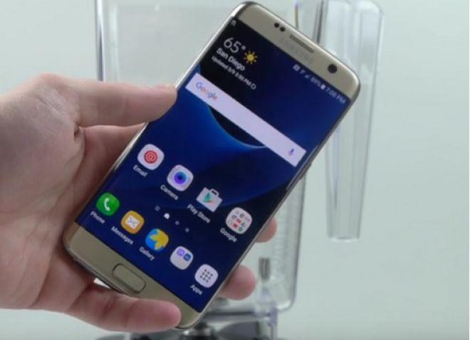 Samsung Galaxy S7 Edge disintegrato dal frullatore Blendtec