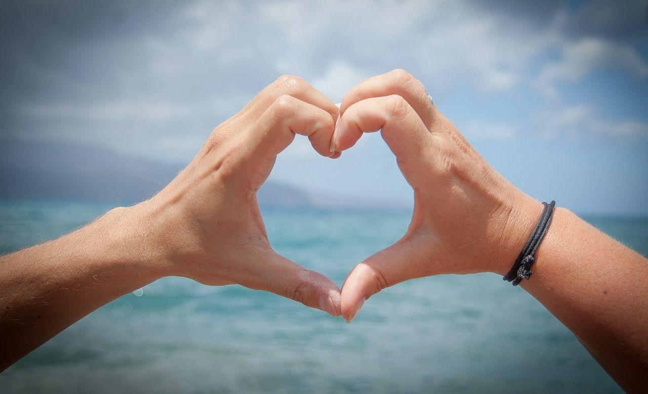 cosa succede al tuo corpo e al tuo cervello quando ti innamori