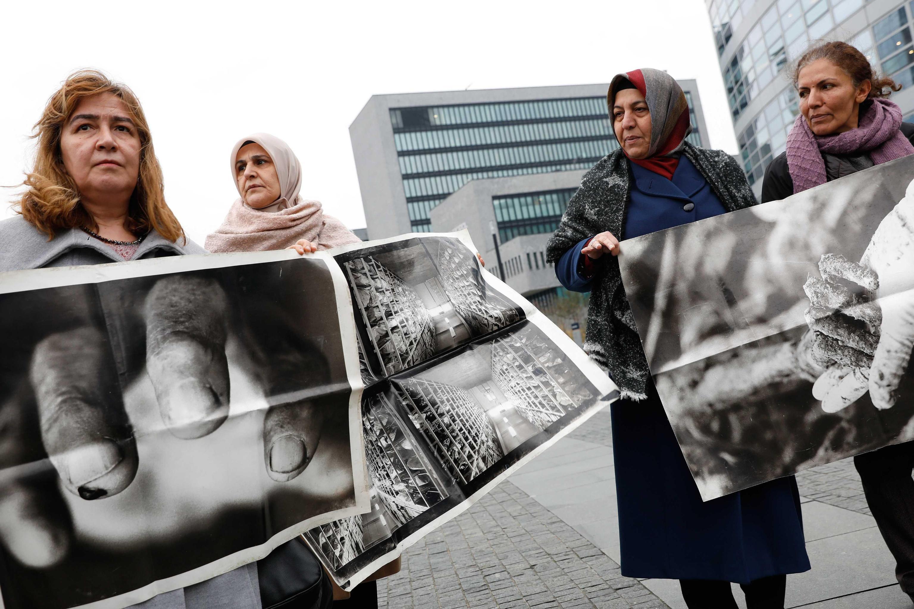 Parenti delle vittime del massacro di Srebrenica