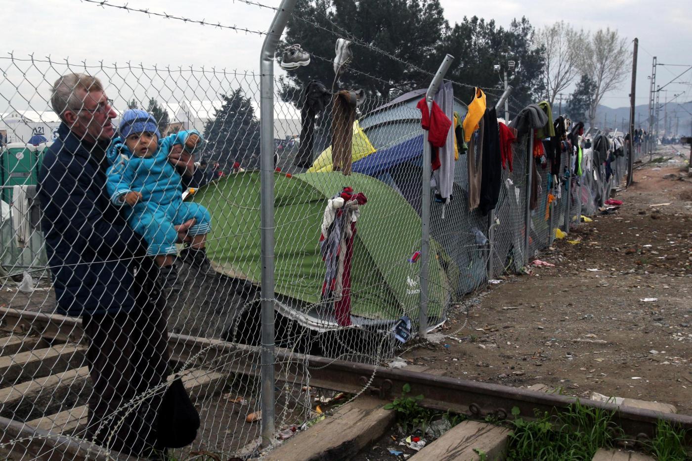 Migranti, l'emergenza continua ad Idomeni al confine tra Grecia e Macedonia
