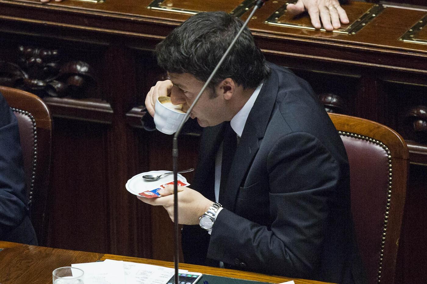 Camera Matteo Renzi beve cappuccino