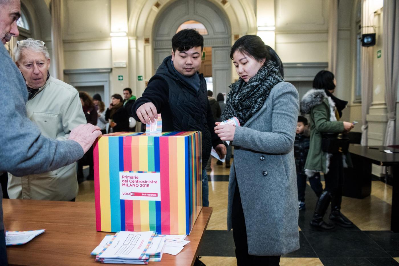 Cinesi votano alle primarie del centrosinistra