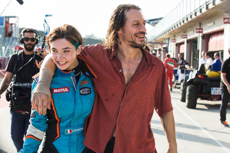 Veloce Come il Vento: trama del film con Stefano Accorsi sul mondo delle corse d'auto