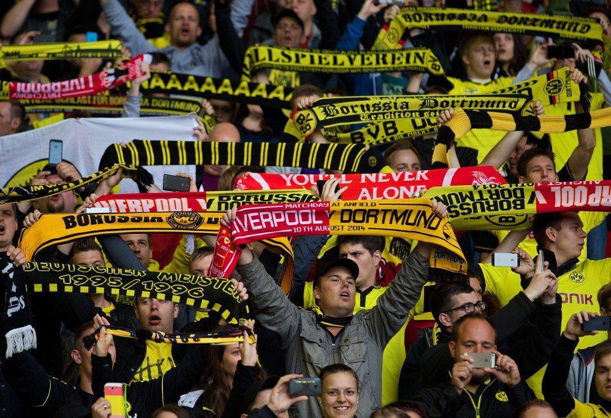 "Dortmund-Liverpool: i tifosi cantano ""You'll never walk alone"" insieme"