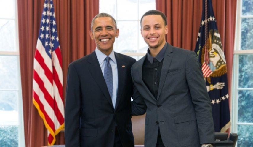 Obama insegna a Curry come tirare