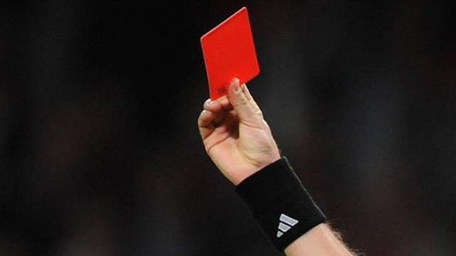 Arbitro picchiato nella giornata contro la violenza in campo