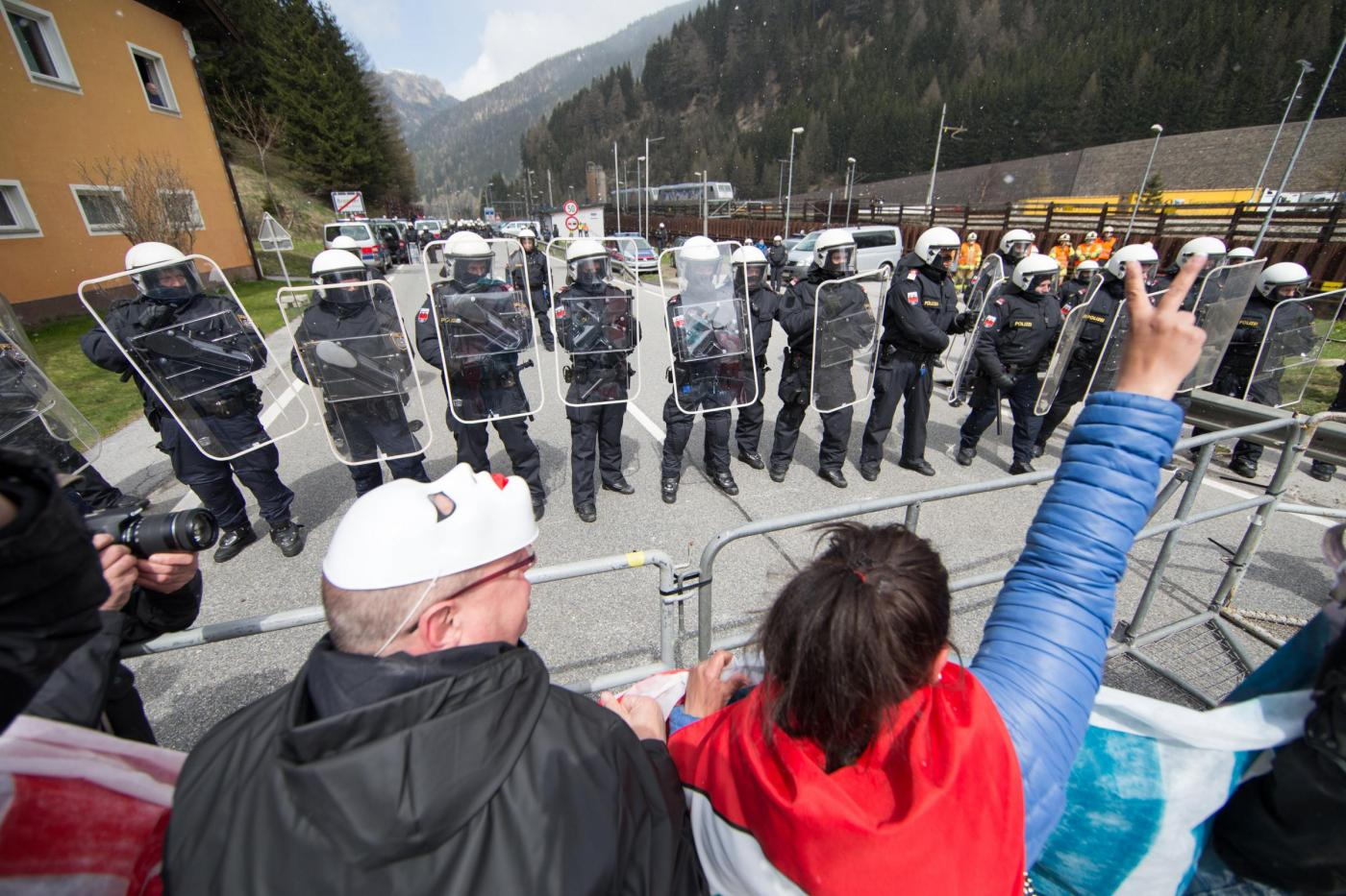 Brennero manifestazione contro le misure di sicurezza alle frontiere