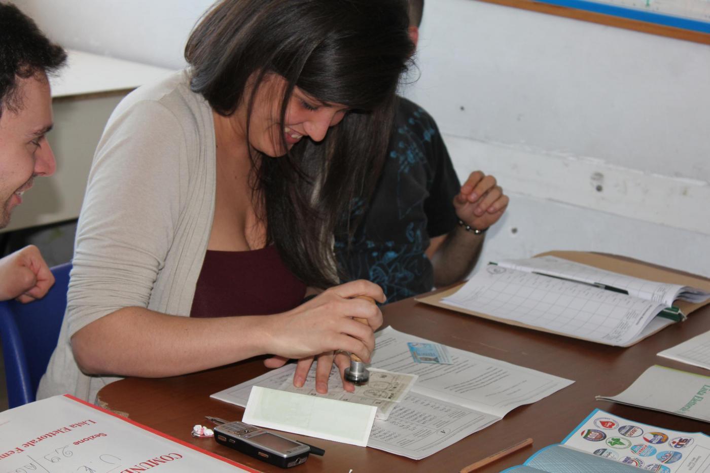 Come fare lo scrutatore alle elezioni: domanda, compenso e attività
