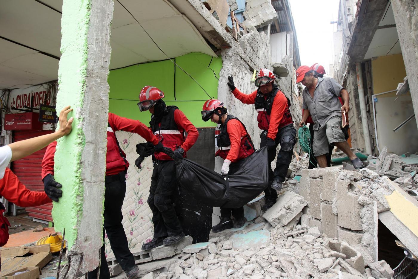 Forte terremoto in Ecuador: 400 vittime e più di 2500 feriti