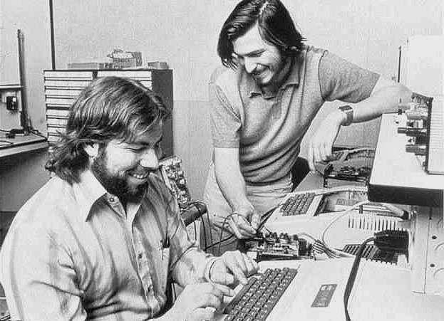 Buon compleanno Apple: 40 anni di successi per la mela morsicata