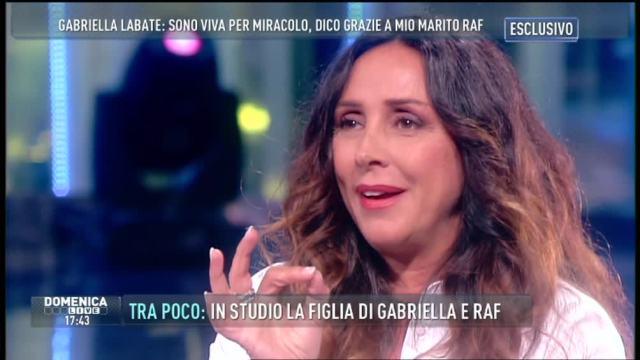 Gabriella Labate, la moglie di Raf a Domenica Live per festeggiare il suo amore con il cantante