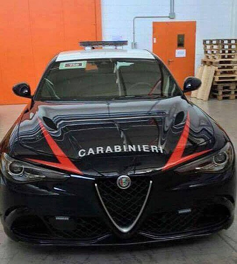 Alfa Romeo Giulia Quadrifoglio, il regalo all'arma dei carabinieri