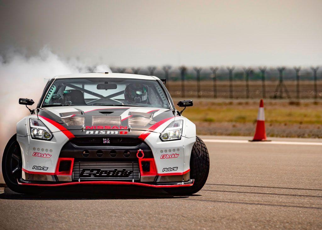 Drifting record: la Nissan GT-R sgomma in cima al mondo