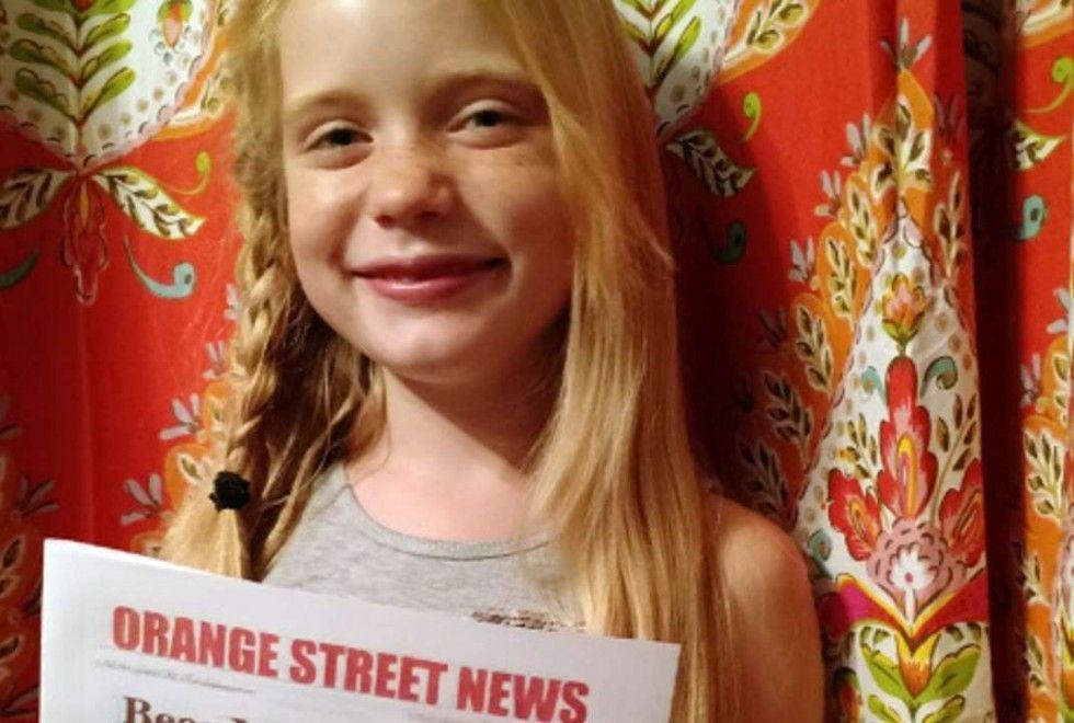 Scoop a nove anni: il web la insulta e la baby giornalista risponde così