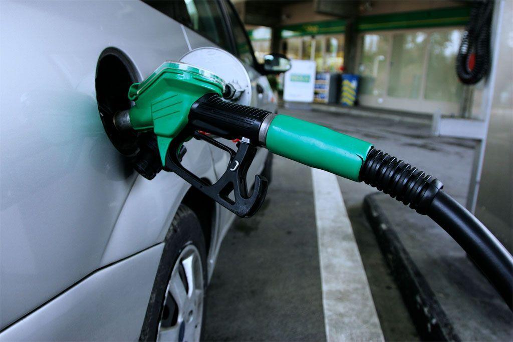 Vendite auto Italia 2016: l'ibrido piace, il metano no