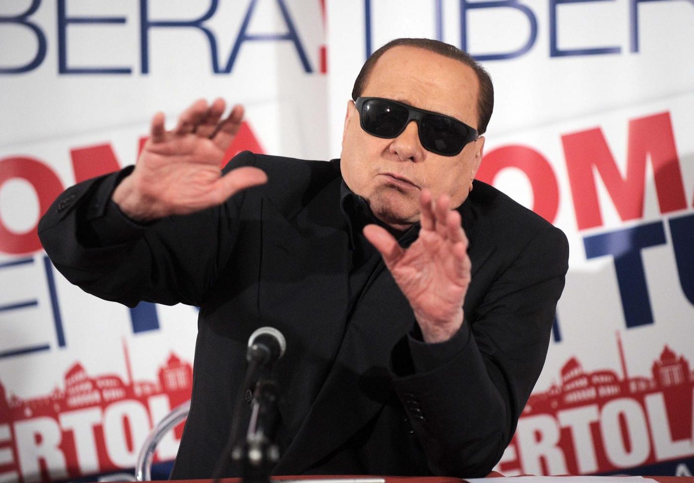 Silvio Berlusconi visita il comitato elettorale di Guido Bertolaso