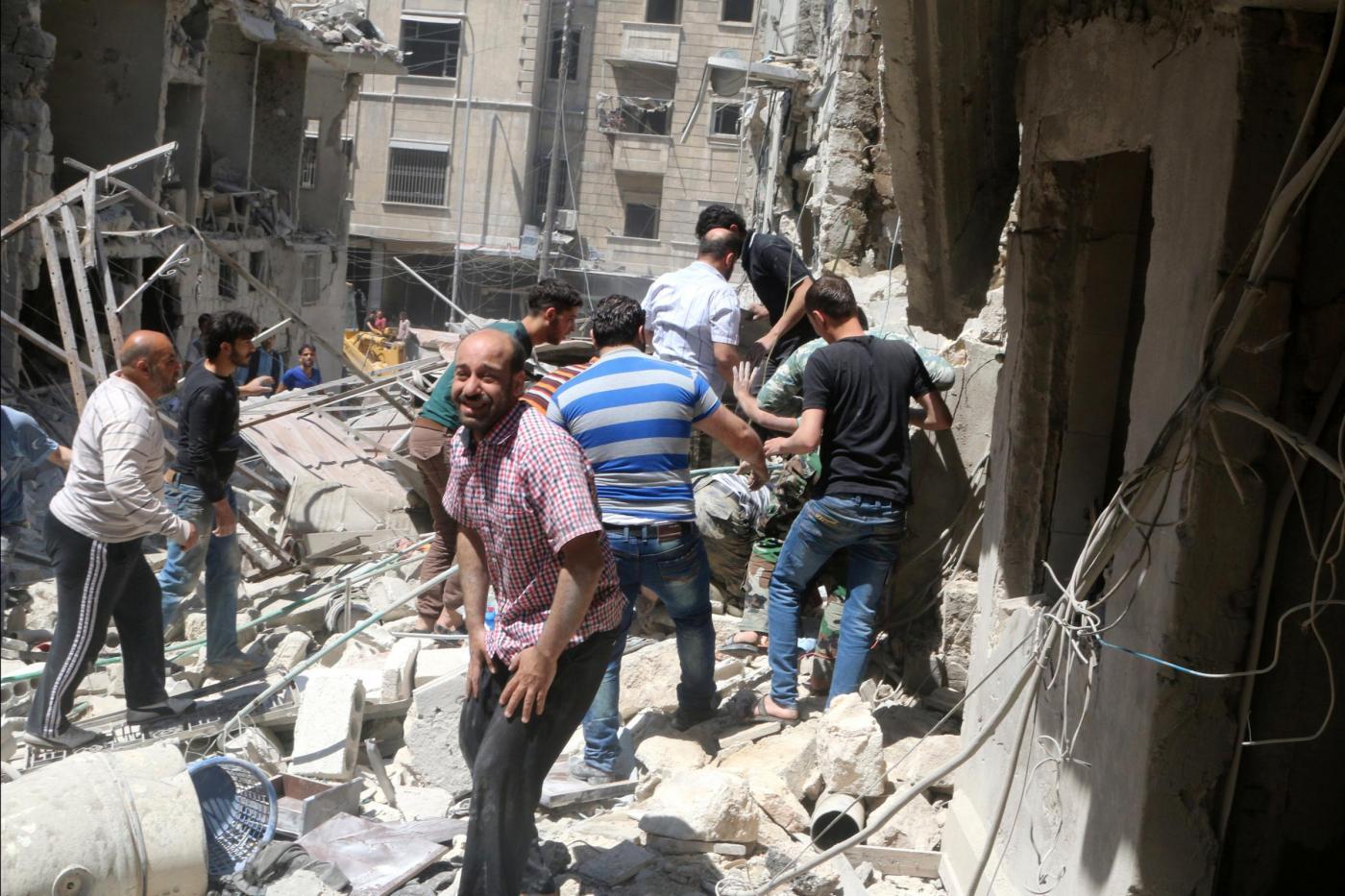 Siria, Aleppo bombardata da attacchi aerei