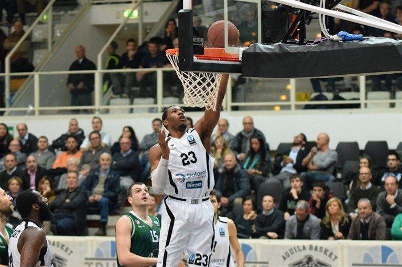 Basket serie A1 maschile: Trento paga caro uno striscione offensivo