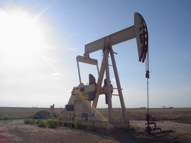 Petrolio come carbone: investimenti in fuga e consumi in calo