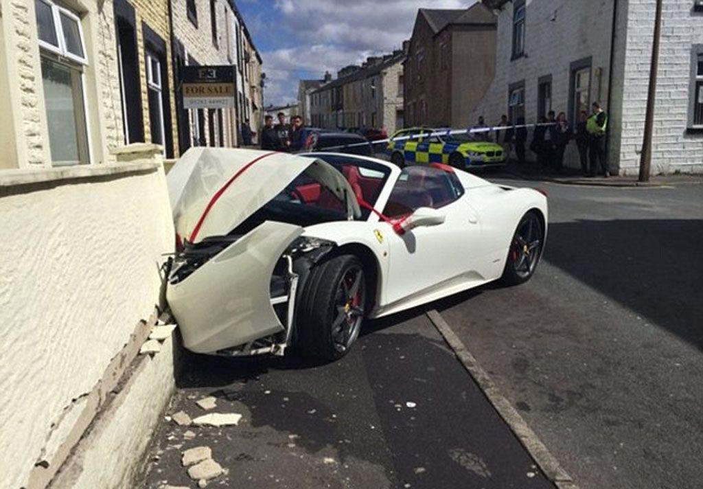 Video incidenti Ferrari: un matrimonio cominciato con il 'botto'