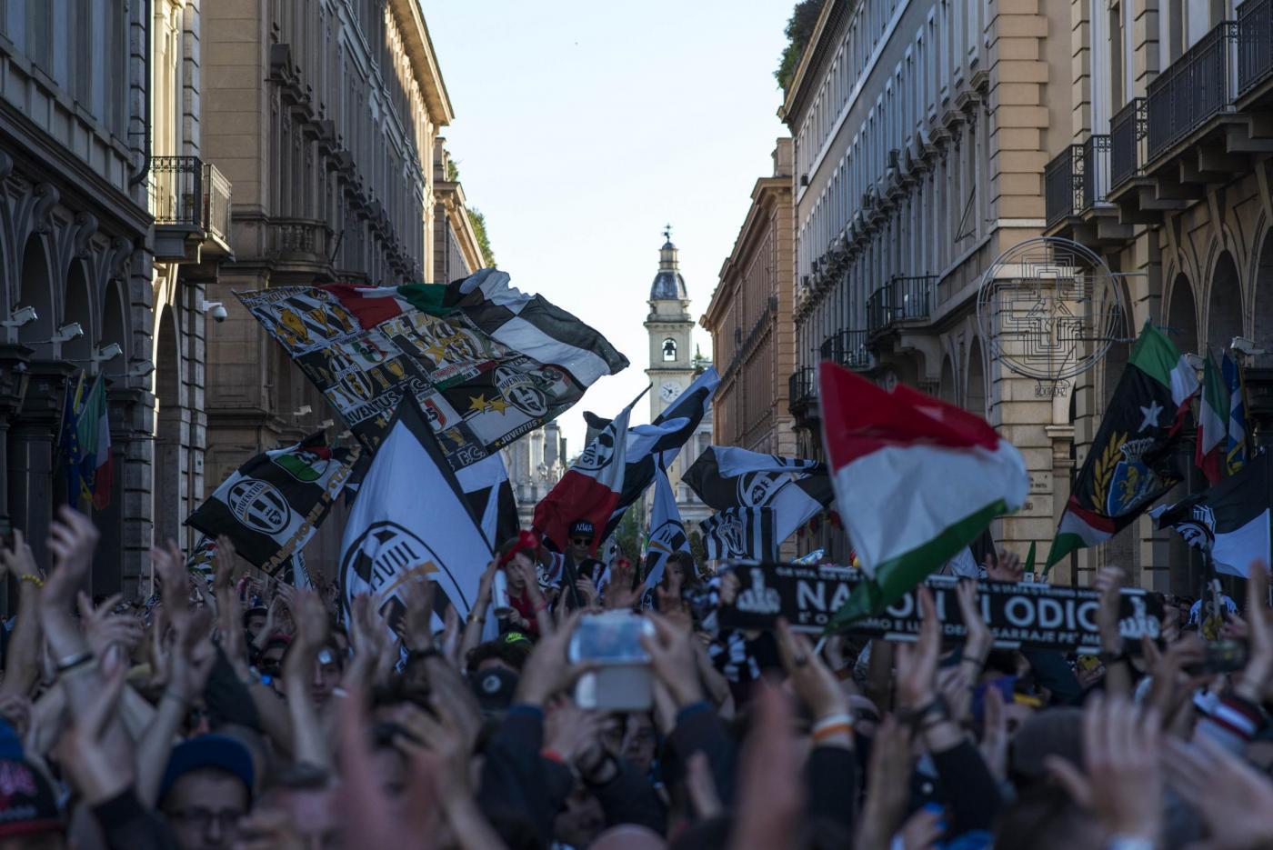 Tifosi della Juventus festeggiano la vittoria dello scudetto