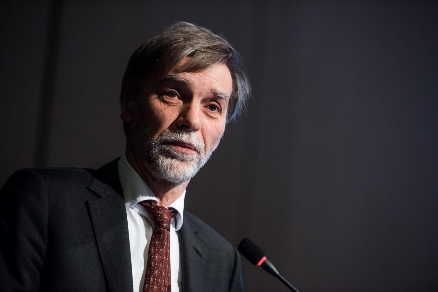 Ministro Delrio sotto attacco: 'Falsi dossier contro di me: mai ceduto ai ricatti'