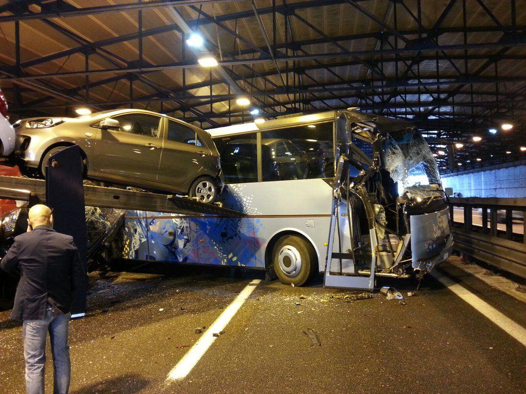 incidente autostrada scolaresca