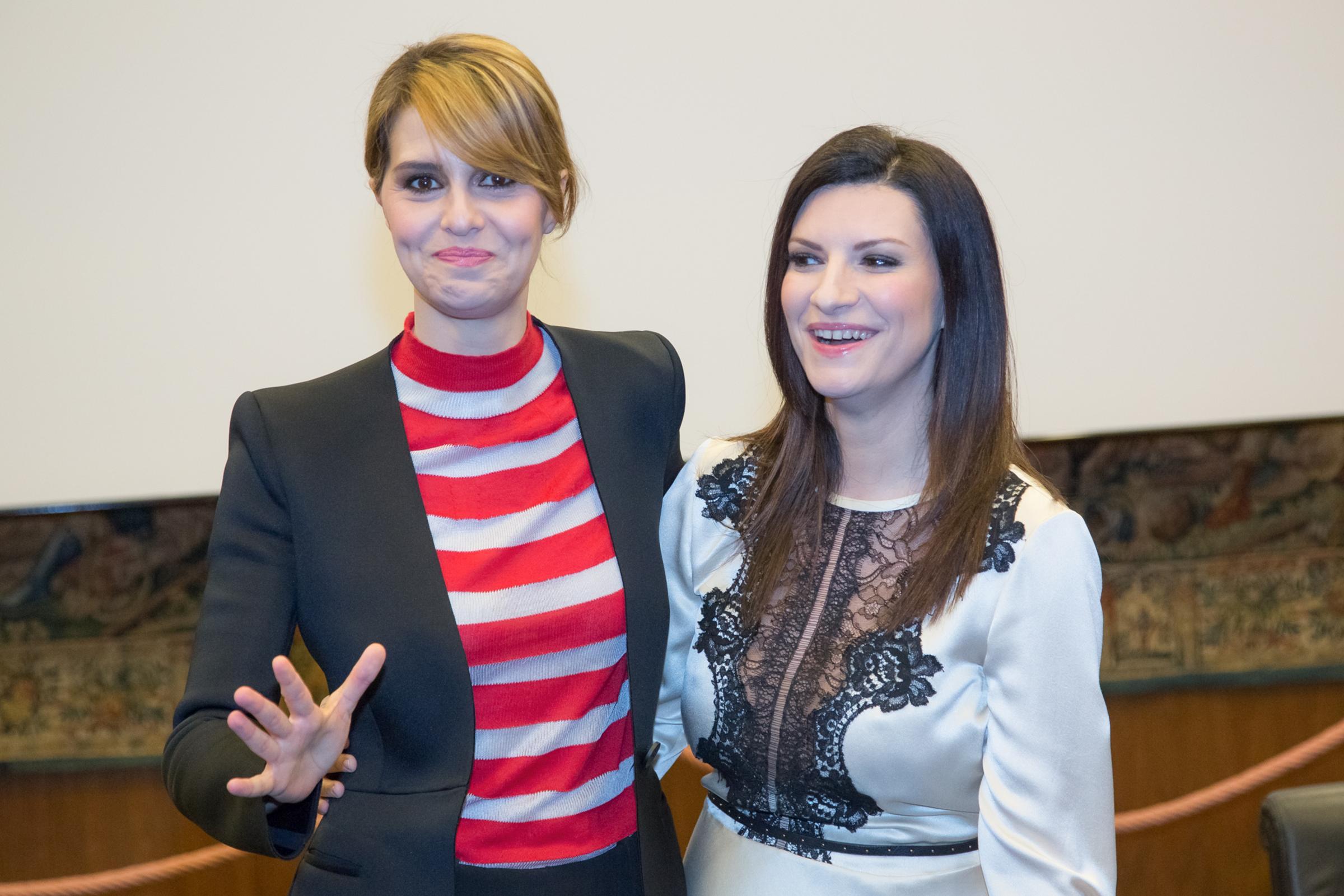 Laura e Paola riporta in tv il varietà condito da una buona dose di autoironia