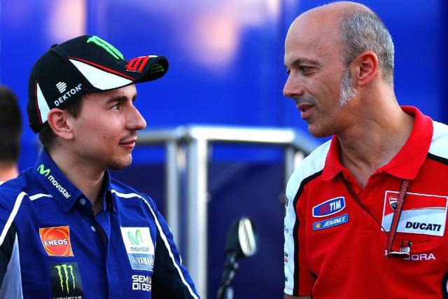 Jorge Lorenzo firma per la Ducati