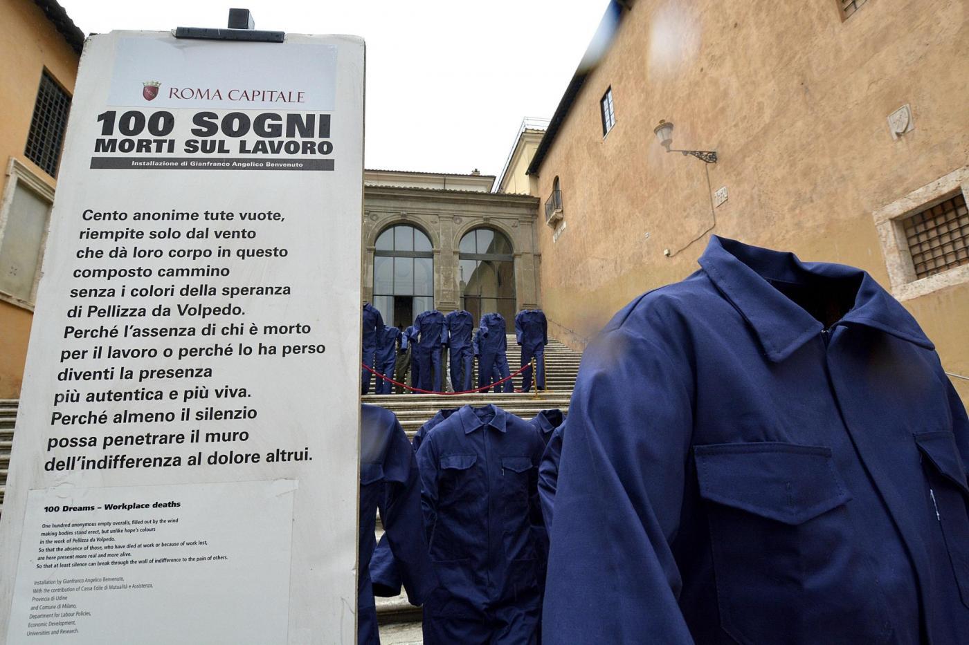 Cento tute vuote in Campidoglio, contro le morti bianche sul lavoro