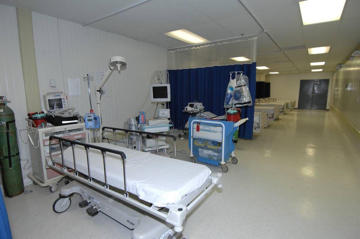Napoli, in ospedale per una leucemia contrae l'aviaria
