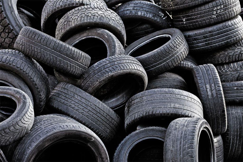 Gomme consumate: attenzione agli pneumatici riscolpiti