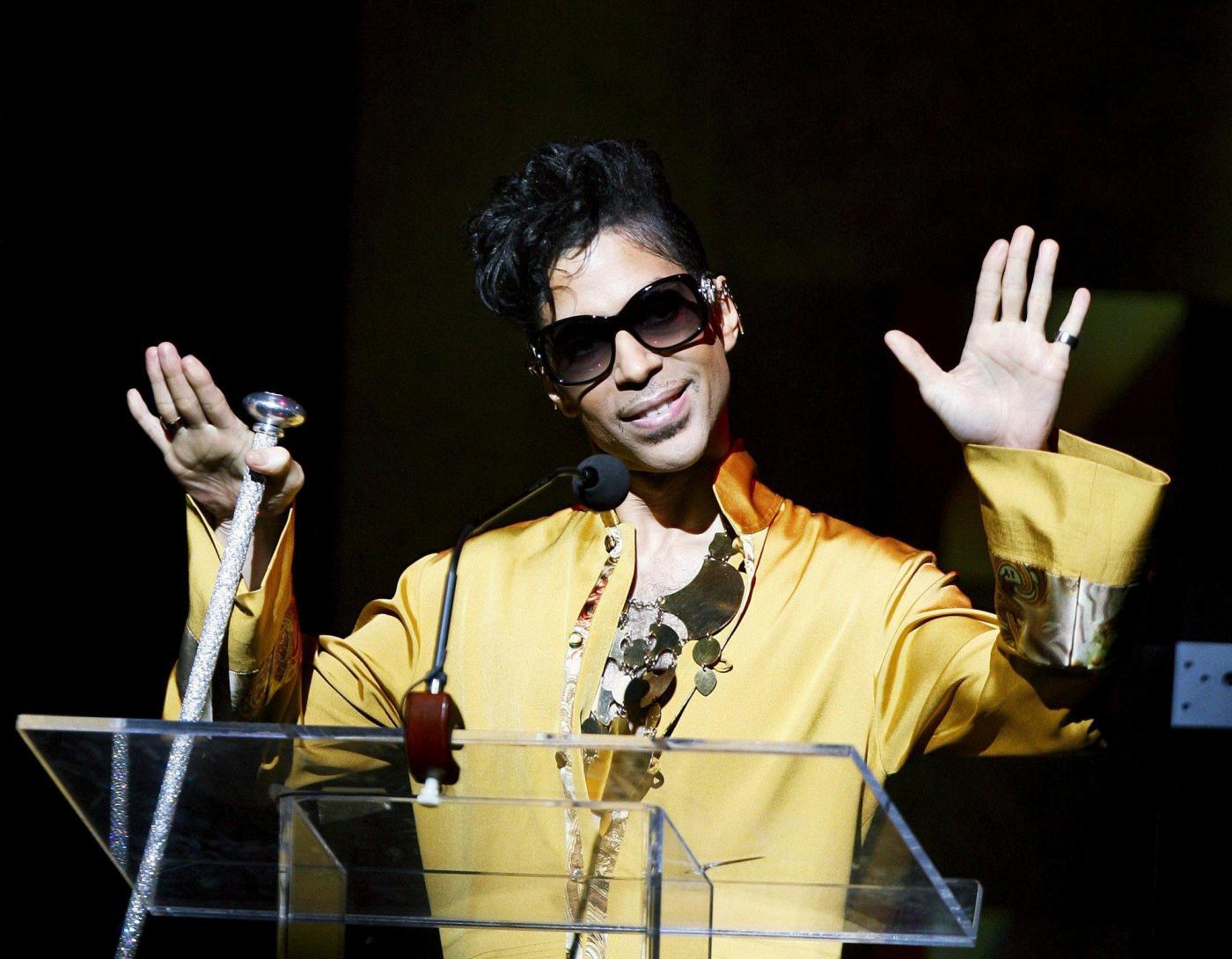 Prince: funerali svolti in forma privata, l'artista è stato cremato
