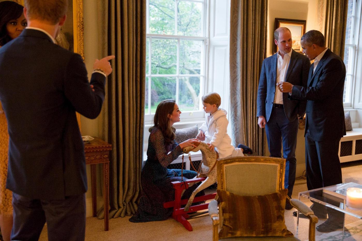 Obama e Michelle da Harry William Kate e i due principini